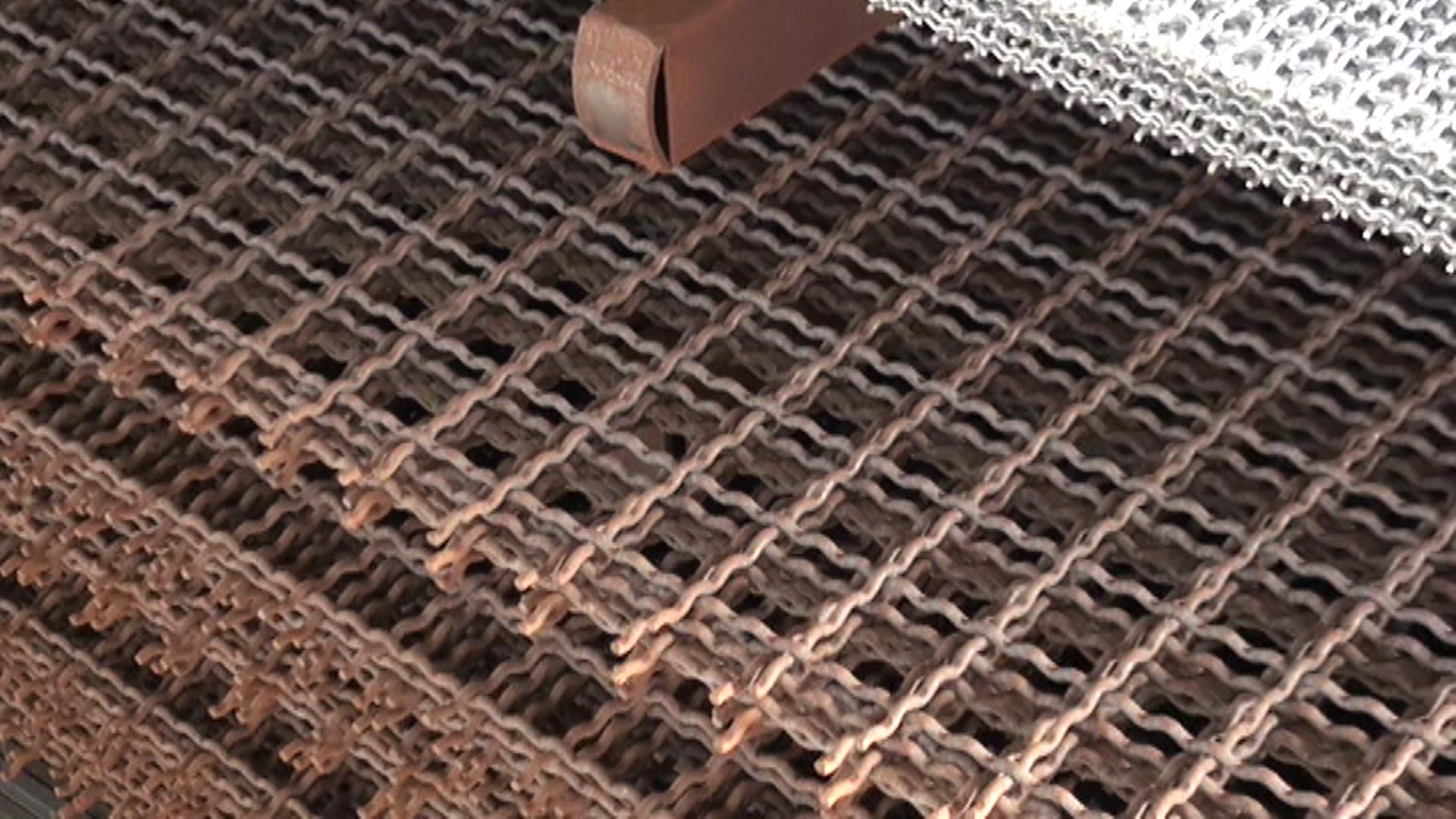 Rete ondulata in ferro grezzo